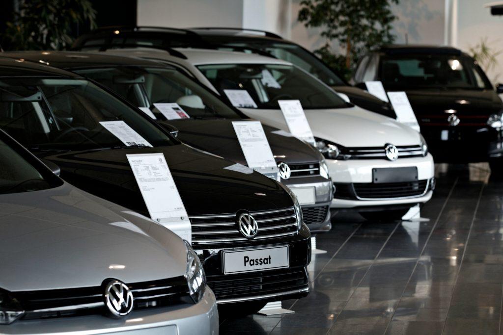 bil, biler, bilsalg, danmark, regeringen, afgift, afgifter, bilafgift, penge, økonomi, skat, moms, bilkøb, salg, i stå, bremse,