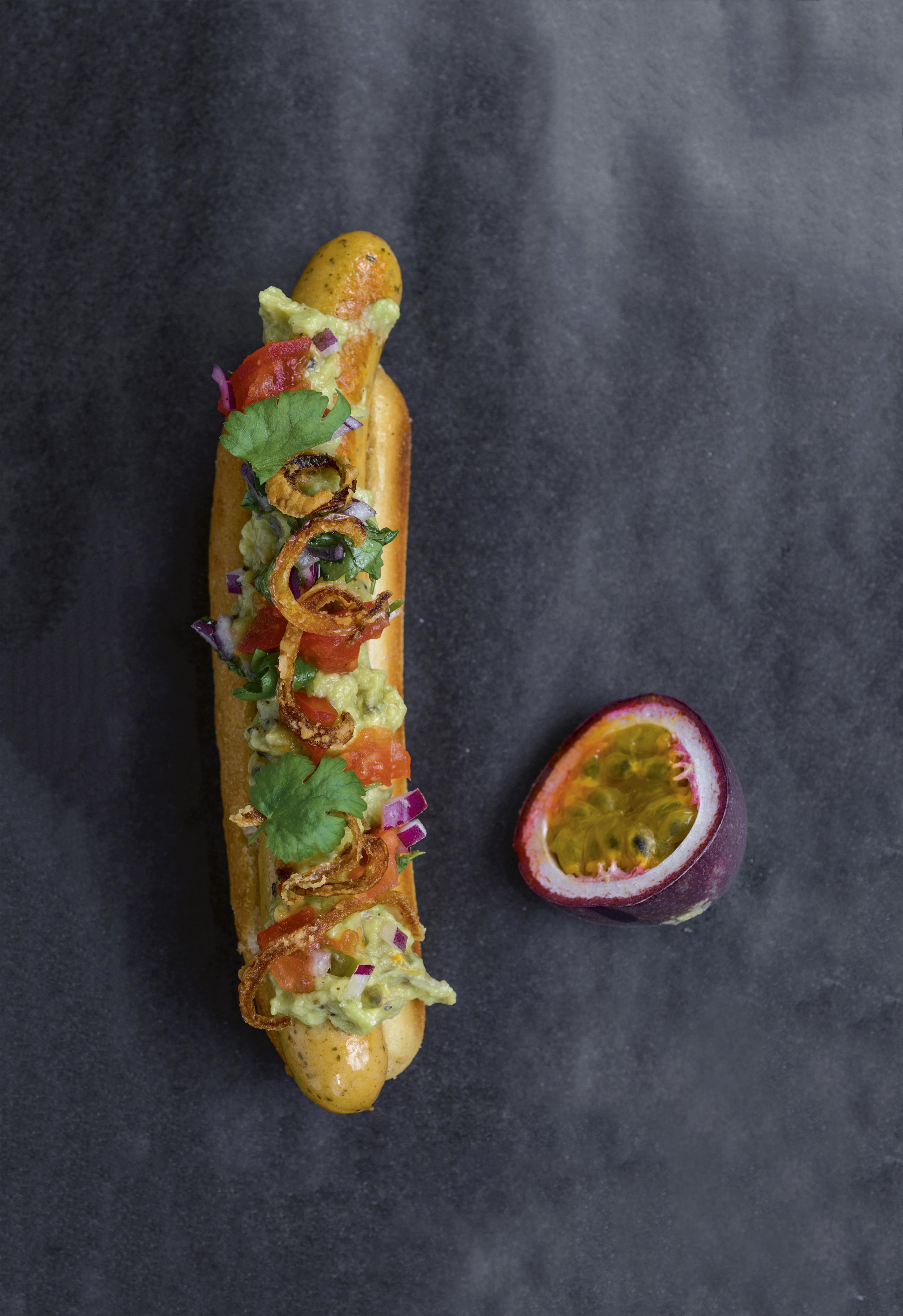 CHILENSK COMPLETO hotdog bog, CHILENSK COMPLETO hotdog bog, guacamolesalsa, opskrift