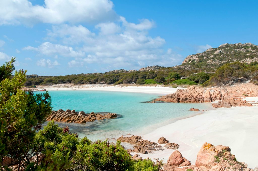 sand, muslinger, konkylier, fine sten, sten, sardinien, italien, ø, ferie, caribien, bøder, sandstrand, turkisblåt hav, tropeø, bountyø, vand, bøde, turist, turister, myndighederne, ferie, souvenir, naturressource