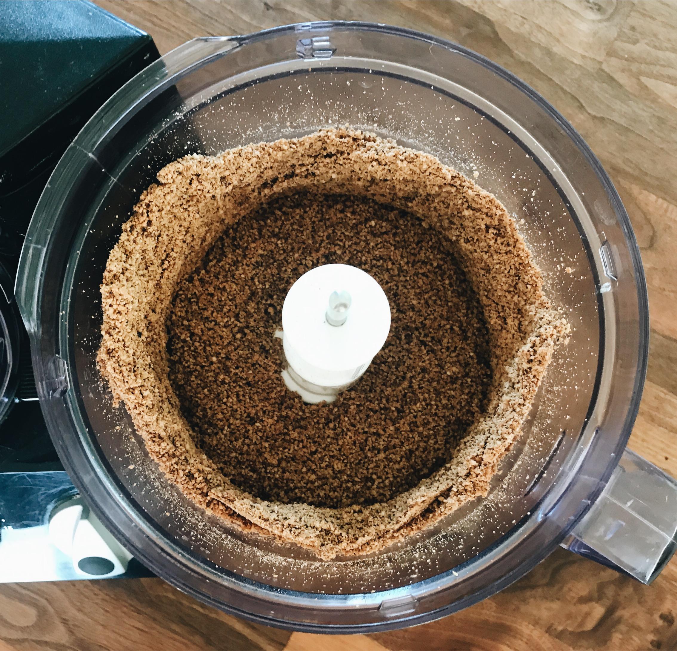 opskrift hjemmelavet nøddesmør med chiafrø, kakaonibs og hampefrø