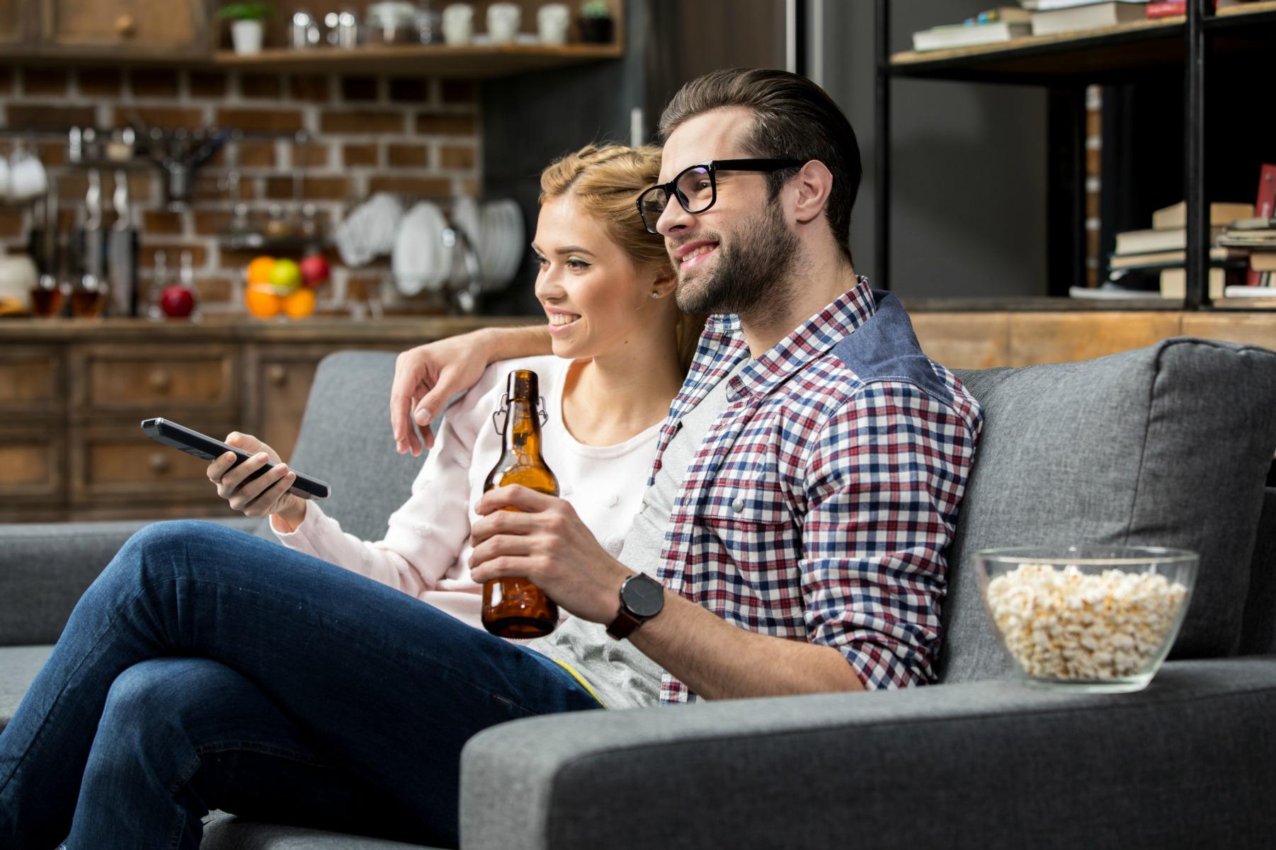 par, tv, hygge, afslapning, flytte sammen, kæreste, kærester