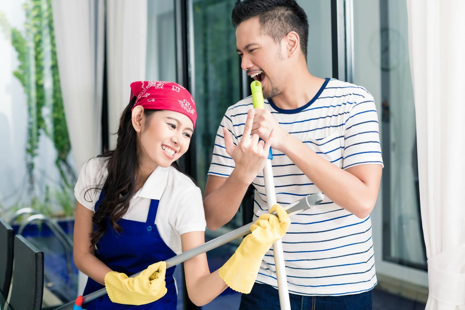 rengørring, par, husholdning, kæreste, flytte sammen, pligter