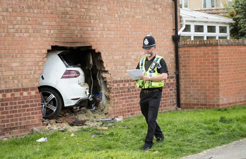clifton, england, ulykke, dagens billede, kørt galt, hus, bil, ulykke