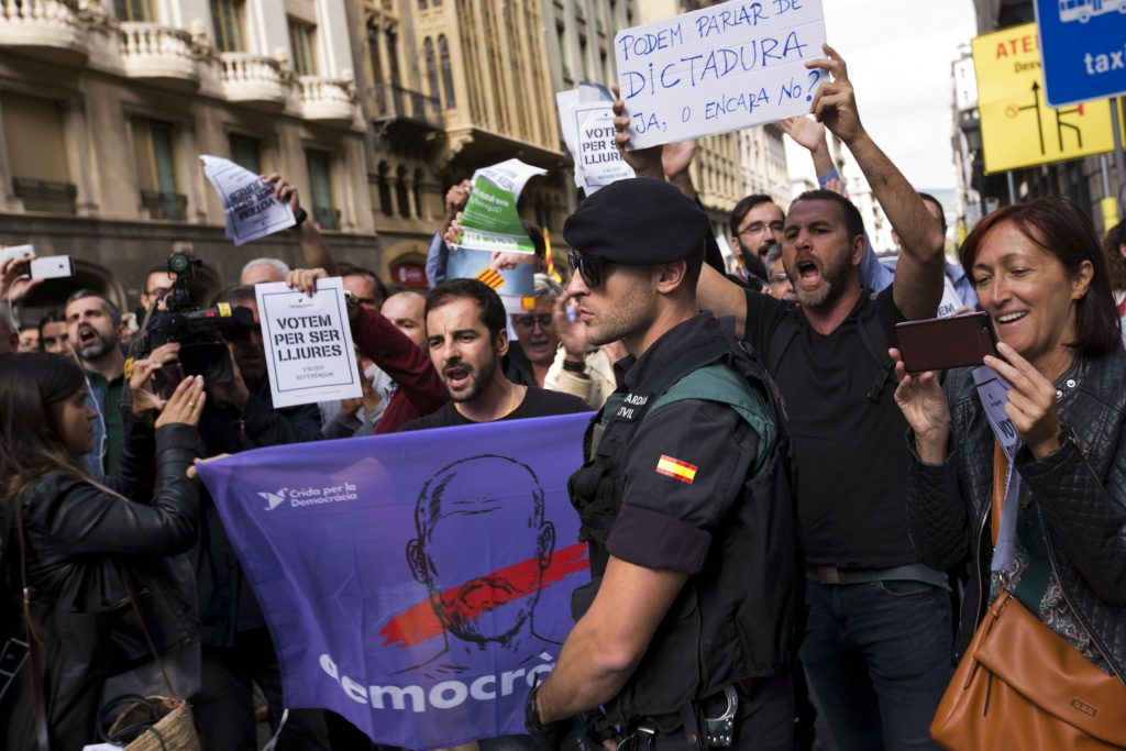 catalonien, selvstændighed, barcelona, afstemning, folkeafstemning, løsrivelse, politik, udland, spanien, madrid, anholdt, anholdelse, selvstyre, statskup, kup, embedsmænd, politikere, demonstrationer, demokrati
