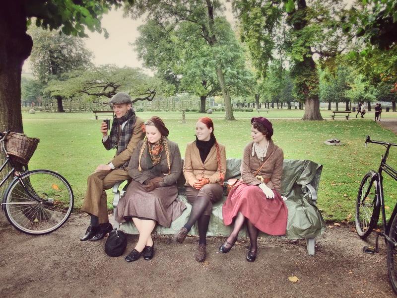 copenhagen tweed ride, cykelløb, cykel, cikel, udklædning, gammeldags, cykler, københavn, picnic, sixpence, tweed, jakkesæt, kjoler