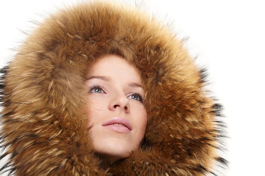 fake fur, faux fur, fur, pels, falsk pels, ægte pels, dyrevelfærd, dyr, dyrerettighedsorganisation, peta, pelsindustri, miljø, klimaforandringer, klima, forurening, akryl, plastik, kemikalier,