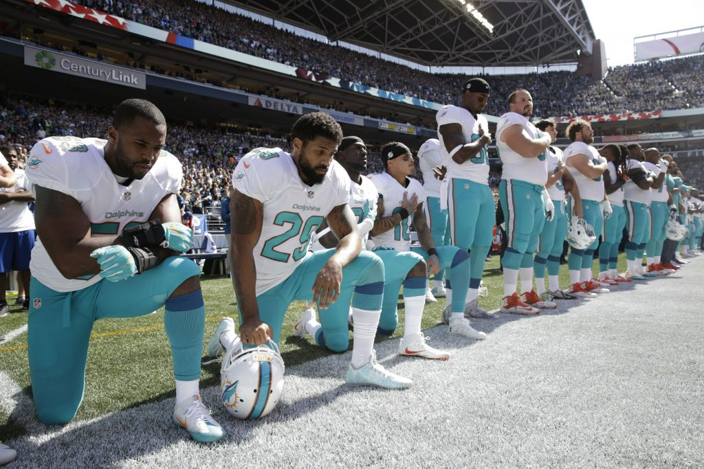 trump, kaepernick, nfl, nba, sport, basket, football, baseball, usa, donald trump, race, raceuroligheder, racediskrimination, charlottesville, demonstration, knæl, knæle, protest, politik, usa, amerika, nynazist, nynazister, højreradikale, sportstjerner, sportstjerne, atlet,