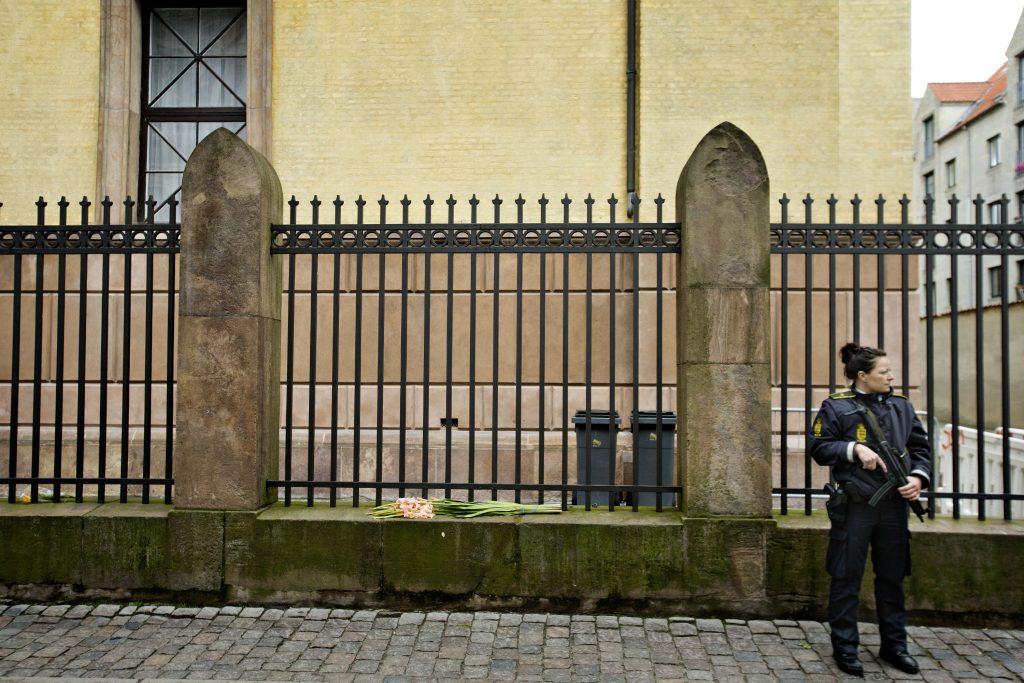 politi, soldater, militær, hjemmeværnet, sikkerhed, vagt, synagogen, københavn, jødiske institutioner, sikkerhed, grænsekontrol, tyskland