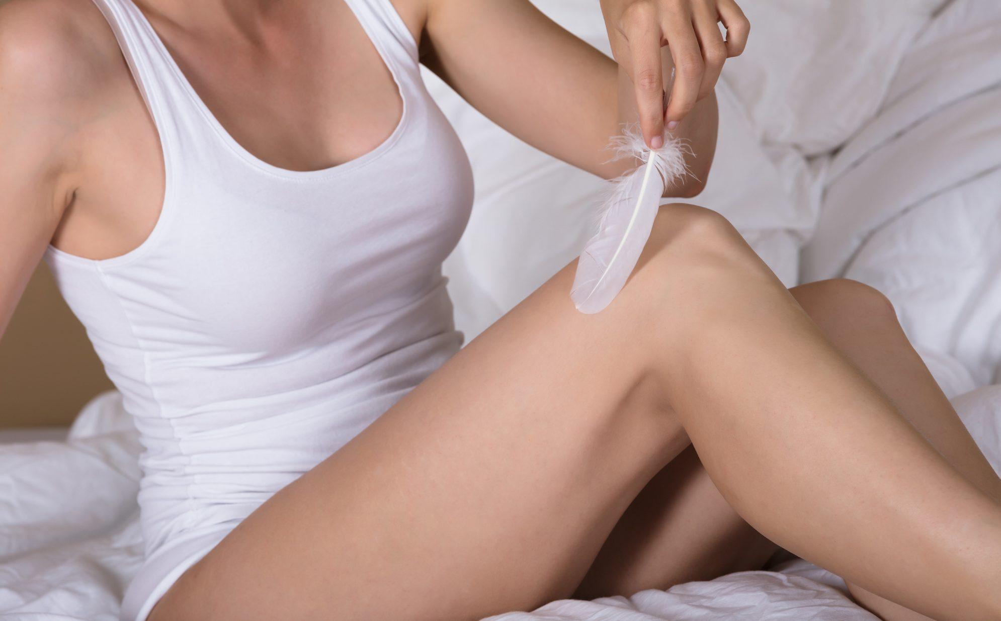 lugter, vagina, lugt, skede, normal, unormal, legeme, underliv, hormonelle udsving, menstruation, sex, graviditet, sur, syre, base, metallisk, dåse, ph værdi, mad, løg, hvidløg, asparges, citrusfrugt, ananas, grape, duft, træning, moskus, p-piller, prævention, fisk, bakteriel ubalance, trichomonas, samleje, kløe, svie, udflåd, infektion, skedesvamp, klamydia, intim, intimsæbe, hygiejne, kondom, bakterier,