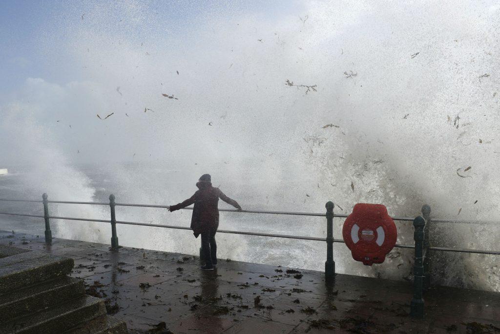england, irland, ophelia, orkan, natur, naturkatastrofe, storm, bølger, klima, miljø