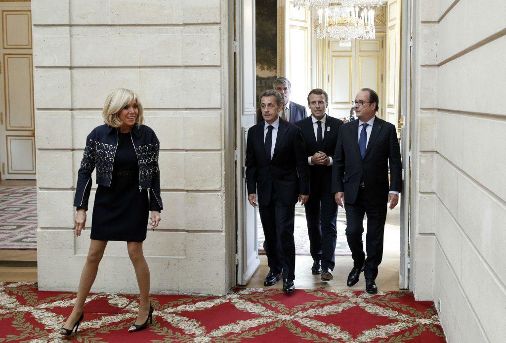 brigitte macron, frankrig, præsident, præsidentfrue, nederdele, den lille sorte, længde, tøjstil, alder, diskrimination, underksriftsindsamling, politik, mode, passende