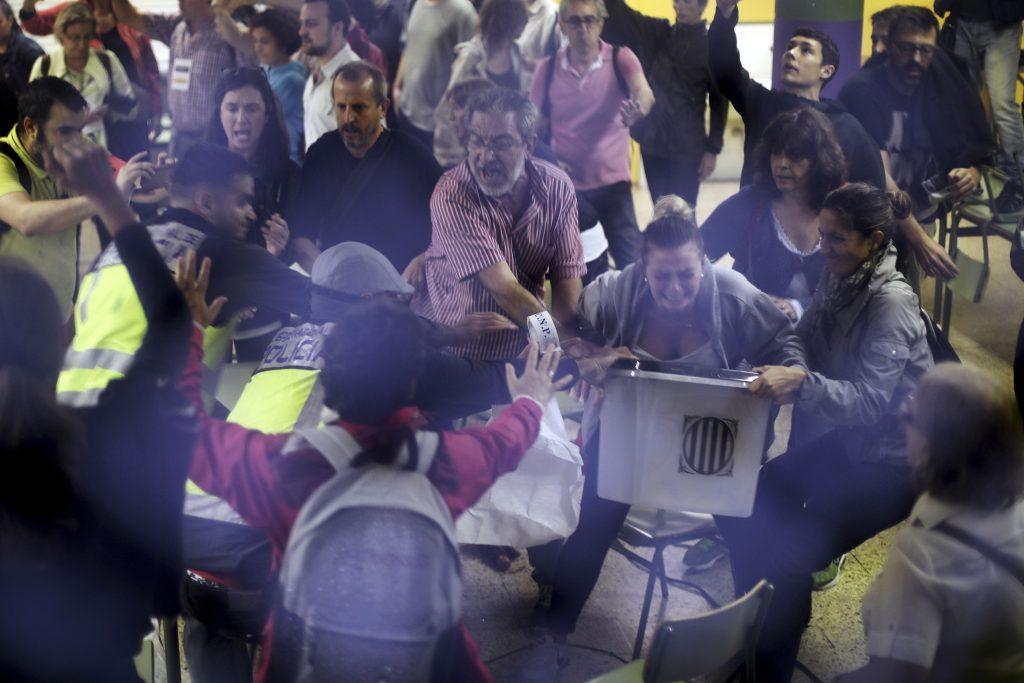 catalonien, spanien, catalonien, selvstændighed, barcelona, afstemning, folkeafstemning, løsrivelse, politik, udland, spanien, madrid, anholdt, anholdelse, selvstyre, statskup, kup, embedsmænd, politikere, demonstrationer, demokrati, sammenstød, valg, retsstat, angreb, ugyldigt, løsrivelse, 90 procent, ja til farvel
