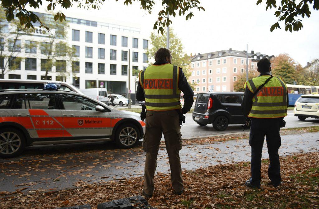 munchen, münchen, tyskland, kniv, angreb, knivangreb, sårede, ofre, gerningsmand, anhold, politi