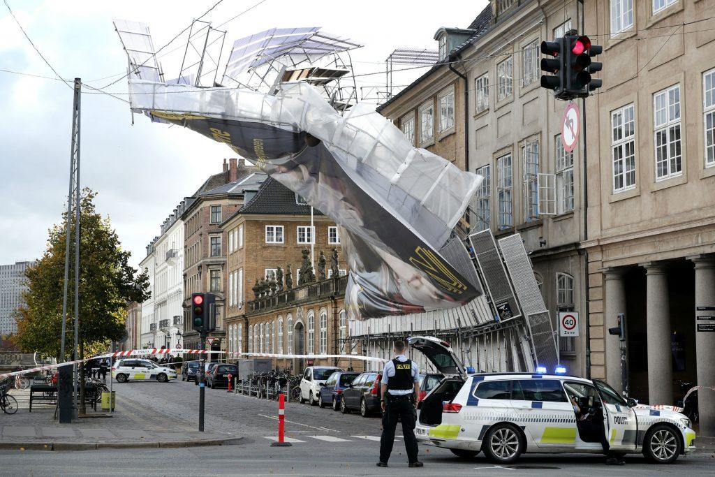 stillads, københavn, trafikkaos, væltet, vind, blæst, efterår, afspærring, trafik