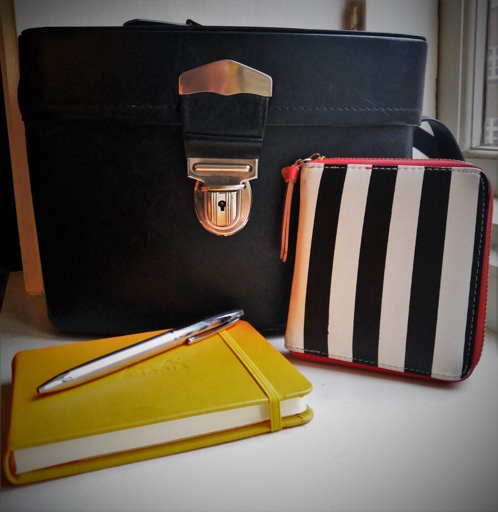 Bogforum essentials: Stor taske, pung og notesbog, så man lige kan skrive en titel eller to ned (Foto: Privat)
