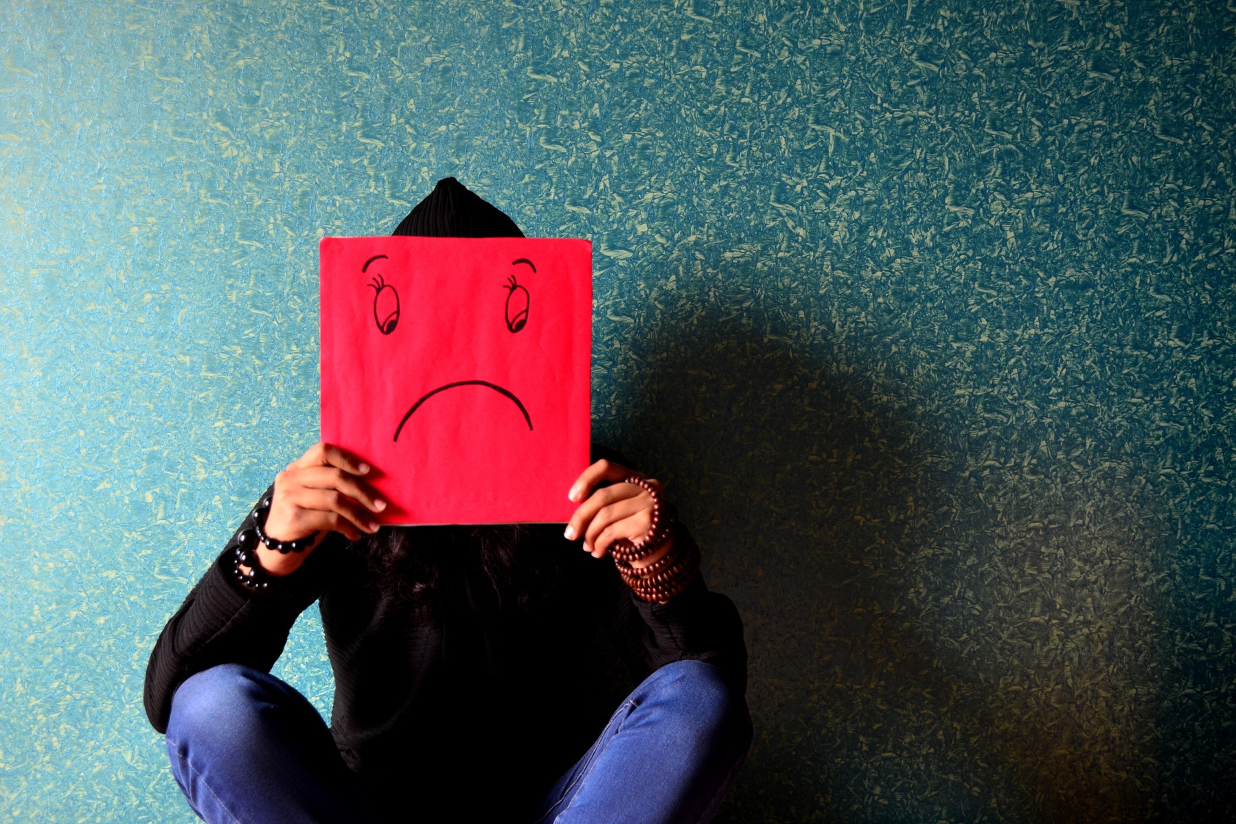 dårlig selvtillid, mindreværd, usikkerhed, usikker, kvinder, ungdom, shopping, følelser, mobilspil, covet fashion