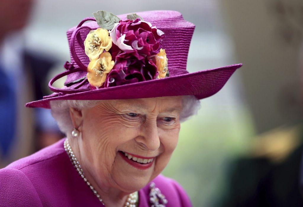 Dronning Elizabeth er en af de mange personer, der dukker op i de lækkede dokumenter om skattely: Paradise Papers. (Foto: /ritzau/)