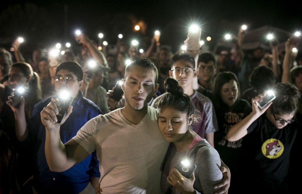 skyderi, kirke, texas, kirkeskyderi, døde, sårede, mindehøjtidelighed, mindes, ofre
