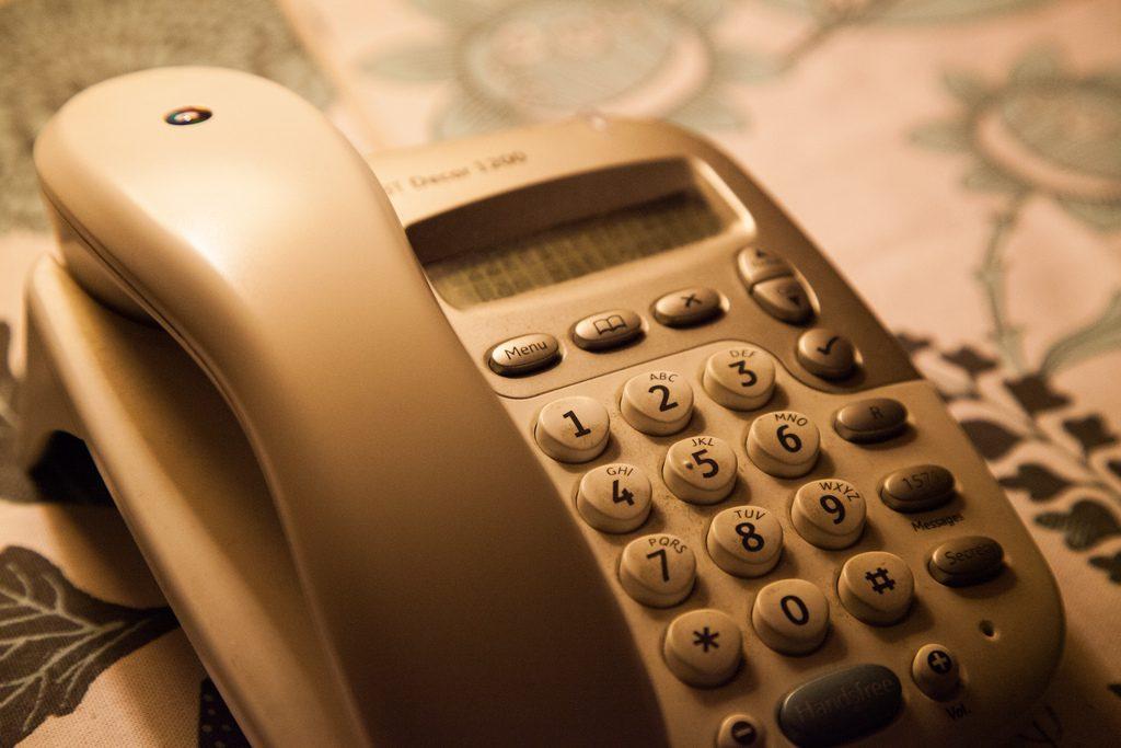 Fastnettelefonen, der var ubrugelig, hvis du tillod dig at gå på nettet for at tjekke din mail eller chatte på Ofir. (Foto: tompagenet, VisualHunt.com / CC BY-SA)