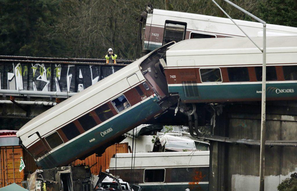 amtrak, tog, ulykke, dødsfald, sårede, død, omkomne, motorvej, hæjhastighedstog