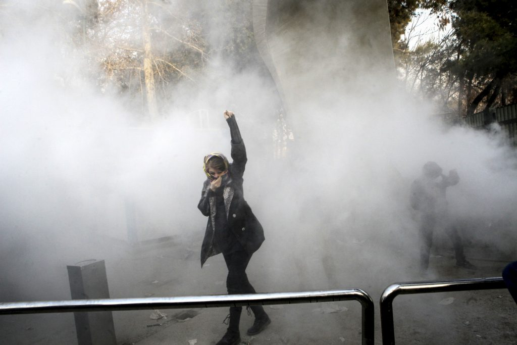 iran, demonstration, protest, dødsfald, døde, sårede, anholdt, økonomi, løn, prisstigninger, løftebrud