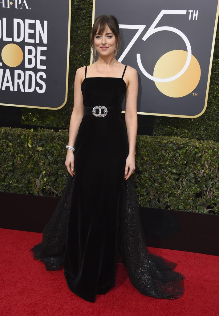 rød løber golden globes 2018 sorte kjoler. Dakota Johnson i Gucci. (Foto: /ritzau/)