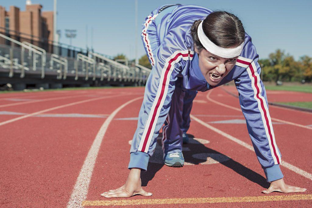 kvinde træner løber løbetøj motion healthy-person-woman-sport