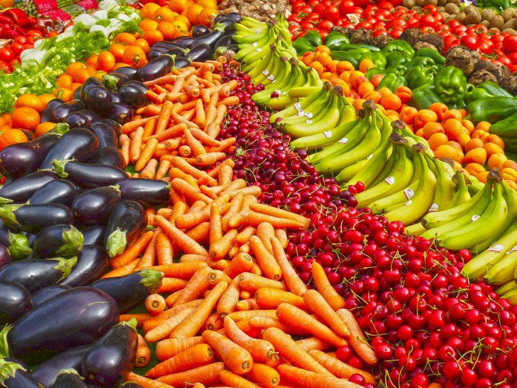 vegetar, vitaminer, kosttilskud, sundhed, mineraler, næringsstoffer, frugt, grønt, kød, æg, mejeriprodukter, kvinde, fødevarer, sund, sundt, vegetarisk, mad, madmedmedfølelse,