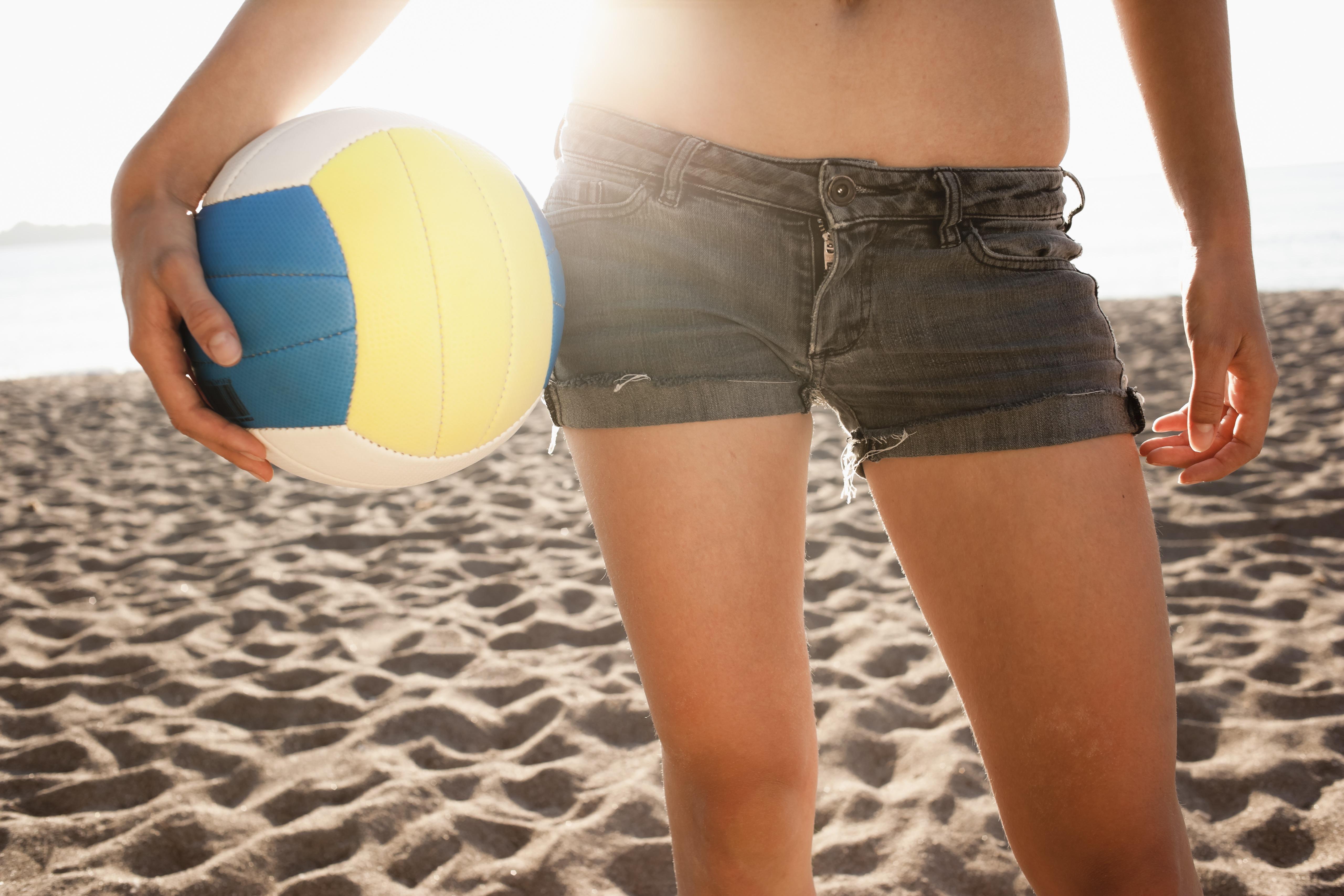 Kvidne holder volleyball