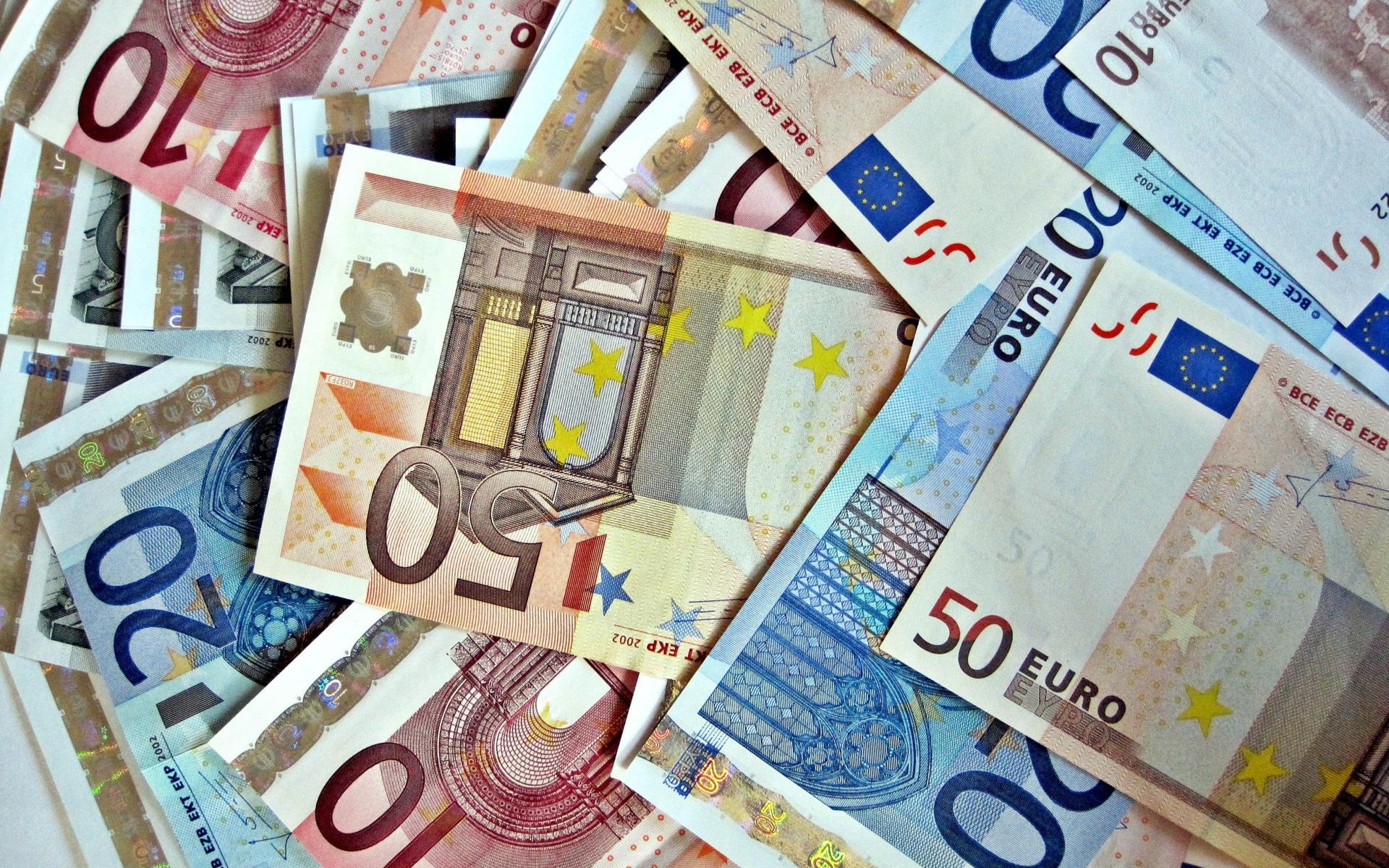 nicholas sarkozy, frankrig, libyen, muammar gaddafi, penge, euro, valg, valgstøtte, valgkamp, penge, økonomi, politi