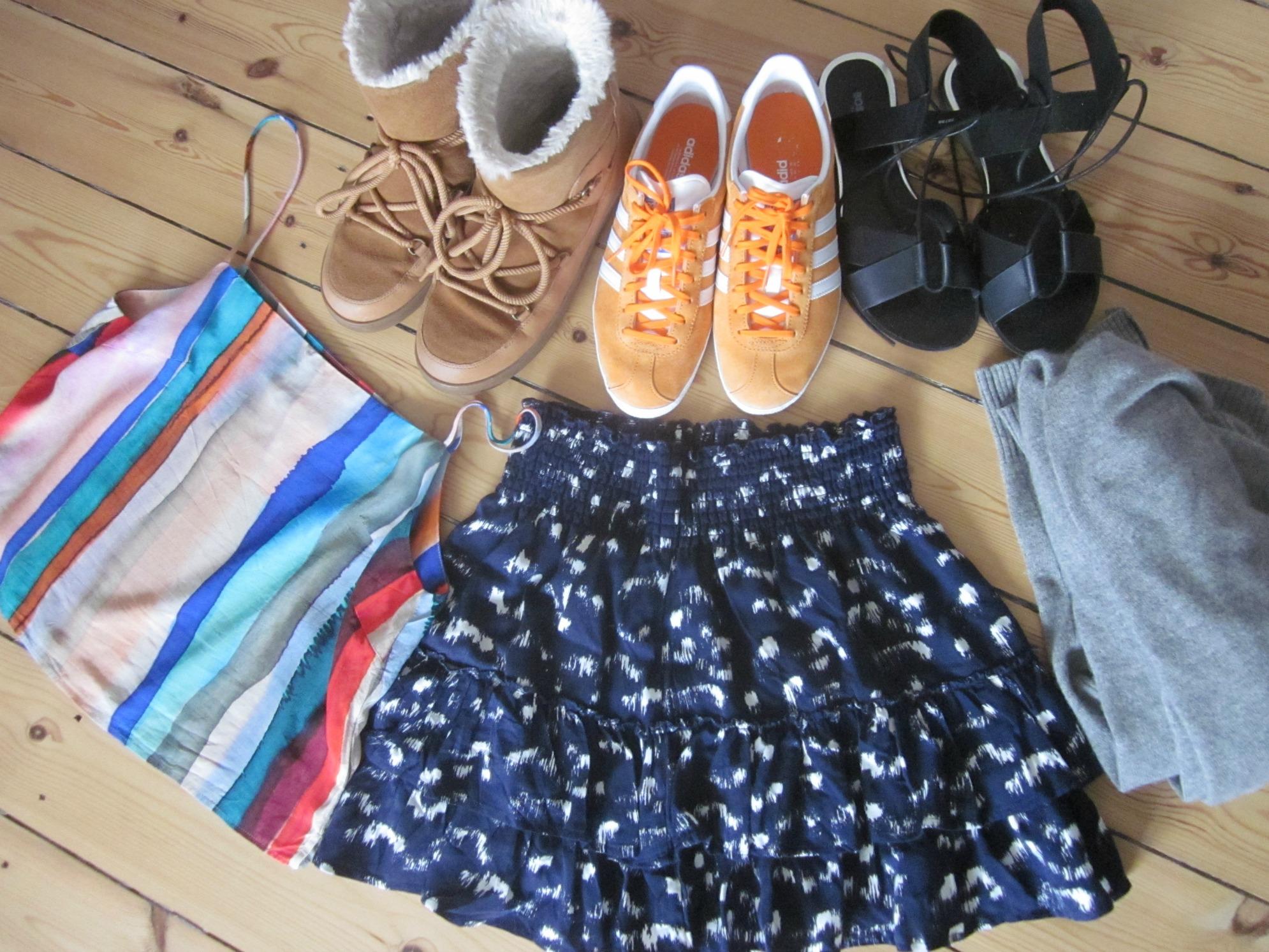 Her kan du se, hvad jeg nåede at købe i 2016 før shoppestoppet: tre par sko, to H&M ting, og en cashmere cardigan.
