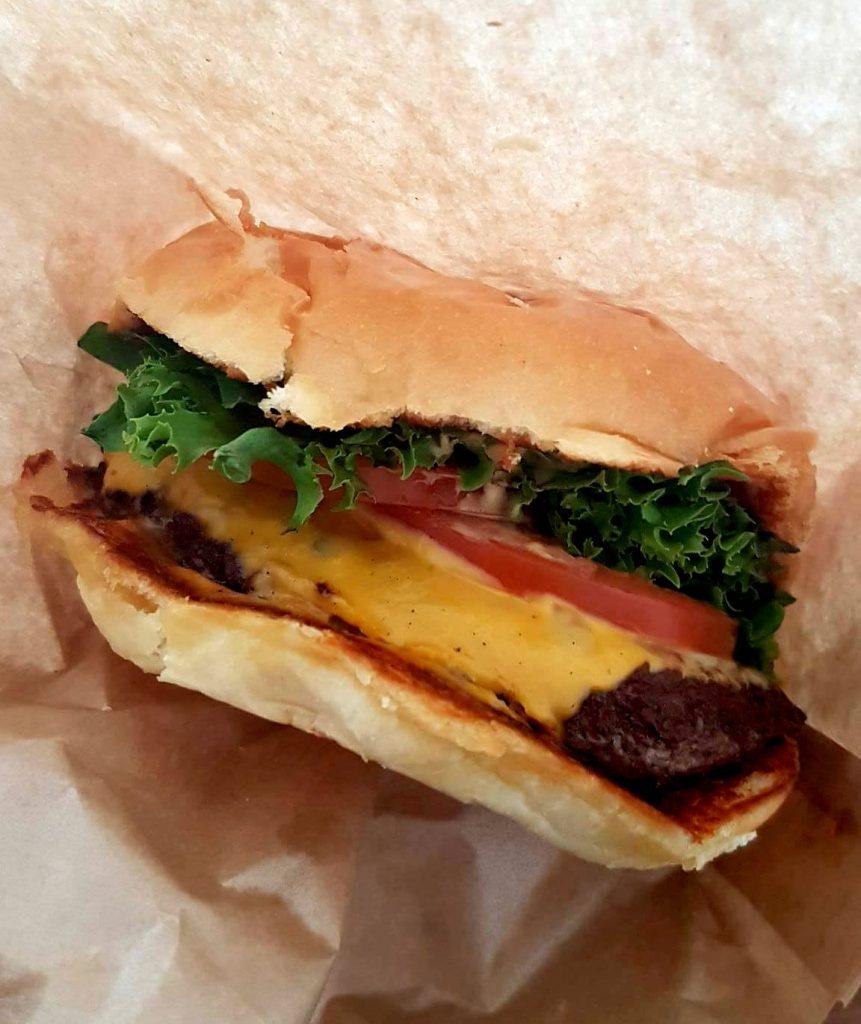 Yoburger har lavet sin egen magiske dressing til burgerne. (Foto: Privat)