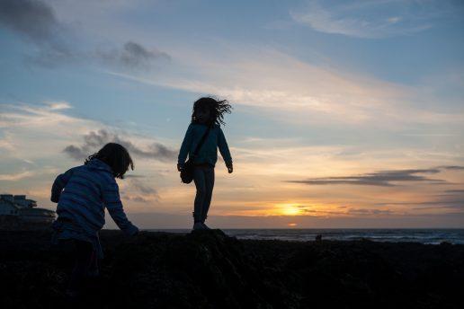 Fem børn levede i voldshelvede