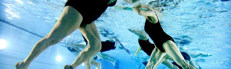 svømmehal, motion, idræt, hygiejne, vask, sæbe, klor, blufærdig, nøgen, bakterier,