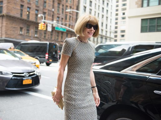 Anna Wintour går i New Yorks gader i 2016 (Foto: All Over)