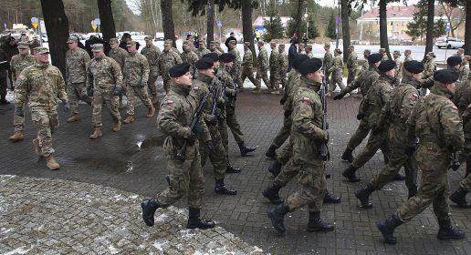 Amerikanske soldater rykker ind i Polen