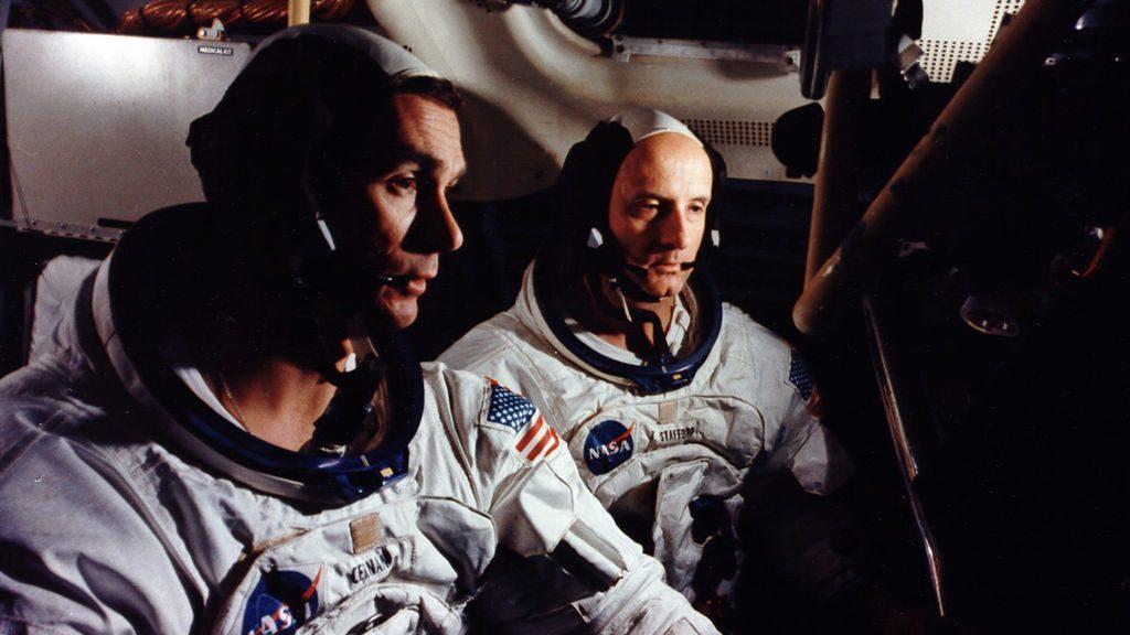 Få en vaskeægte rumfortælling fra en af de få, der har gået på månen. (Foto: Netflix)