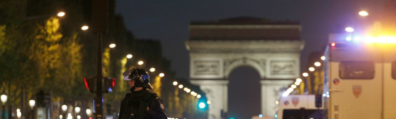 paris, frankrig, politi, krimi, terror, angreb, terrorangreb, skud, skuddrab, drab, død, såret, sårede, politi, undtagelsestilstand, udland, præsidentvalg