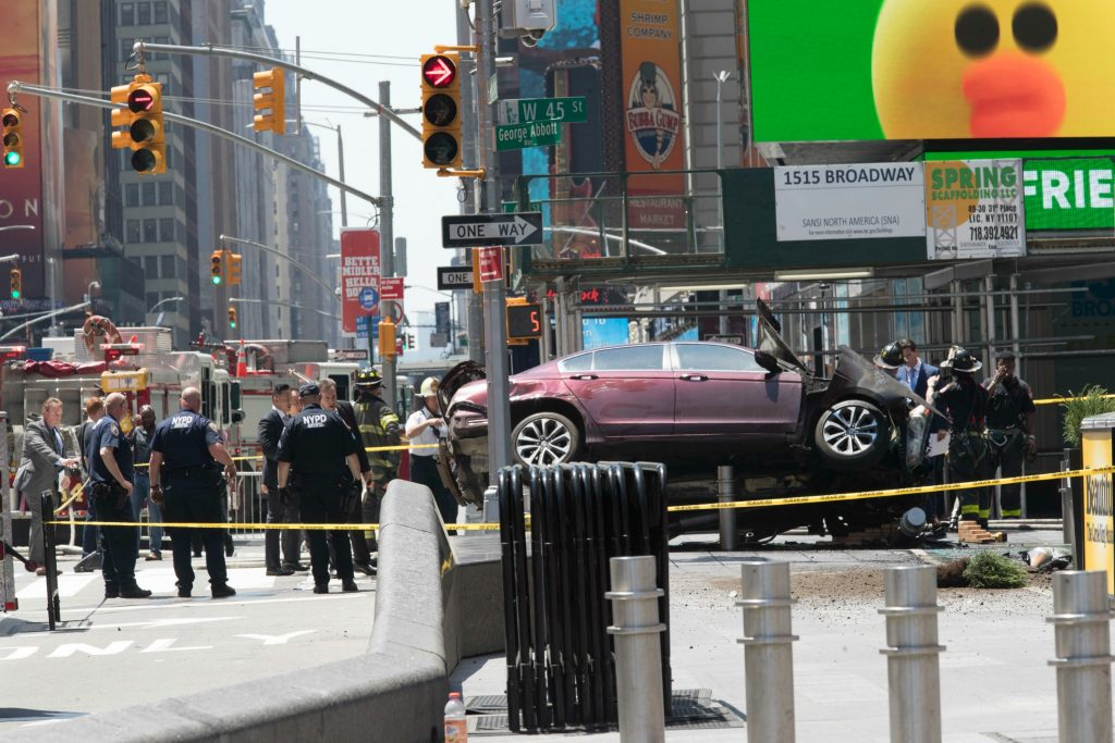 bilulykke, times square, new york, usa, døde, sårede, påkørsel, sedan, politi, krimi
