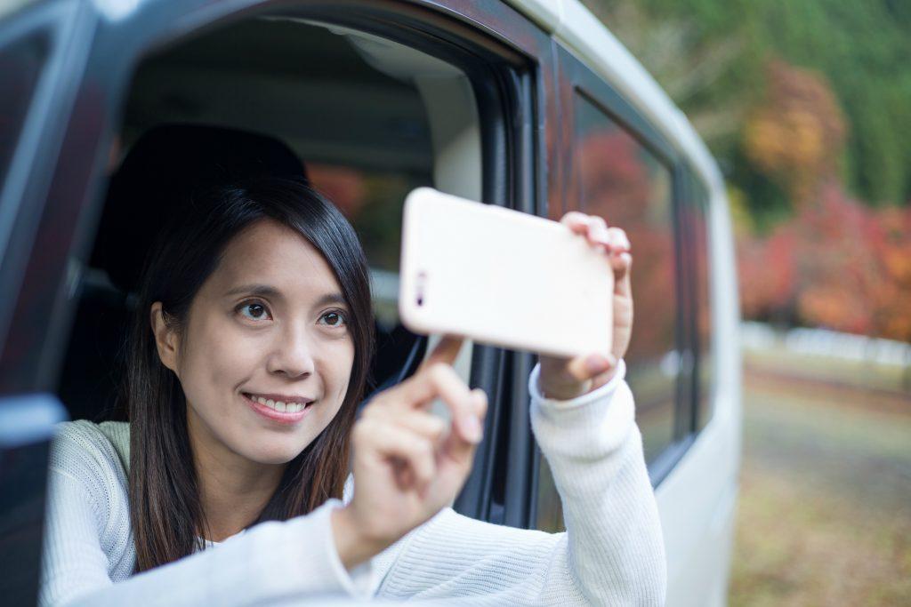 livestream, facebook, facebook live, unge, filme, selfies, trafik, ulovligt, køre, kørekort, trafiksikkerhed, fare