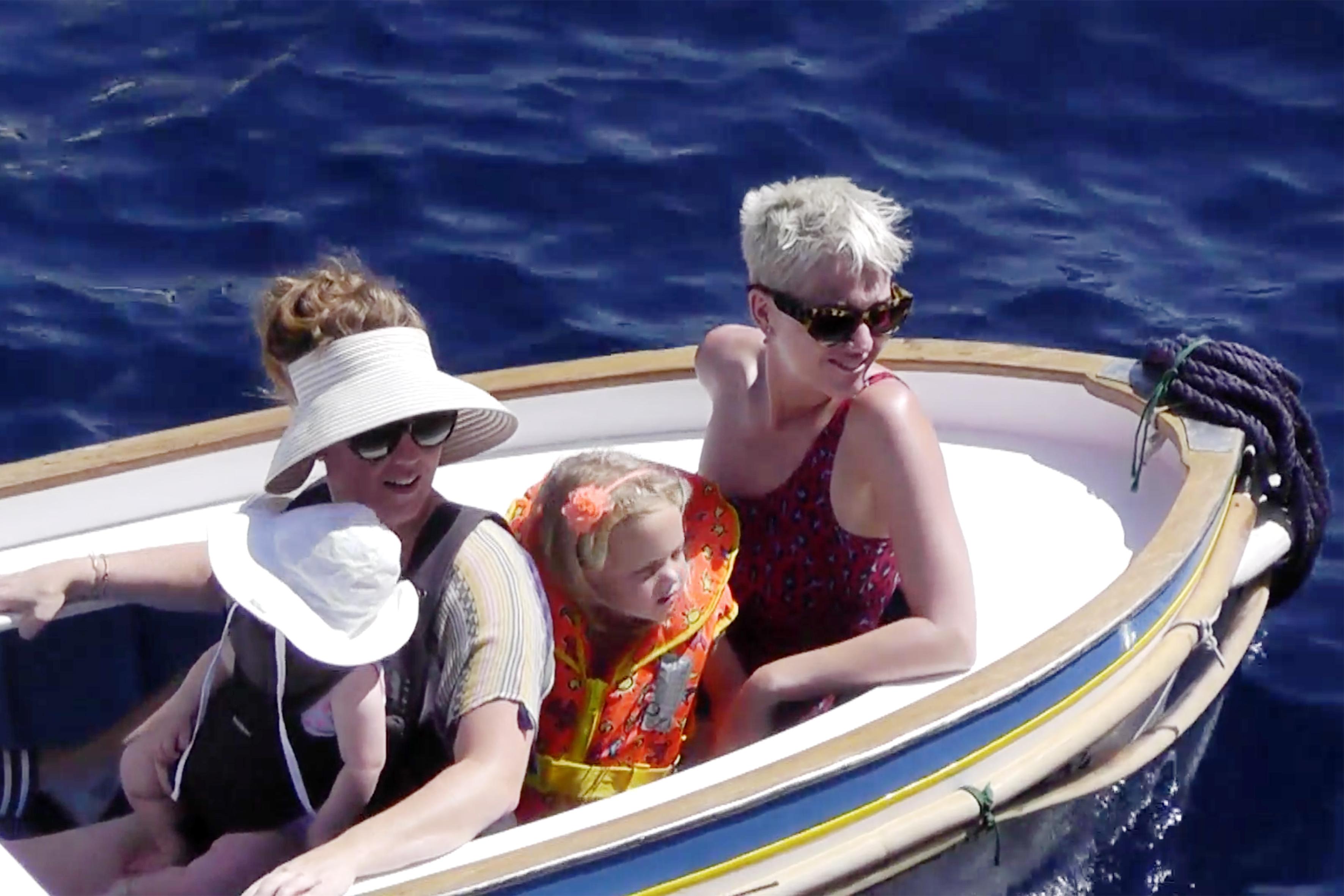 katy perry, kendte, båd