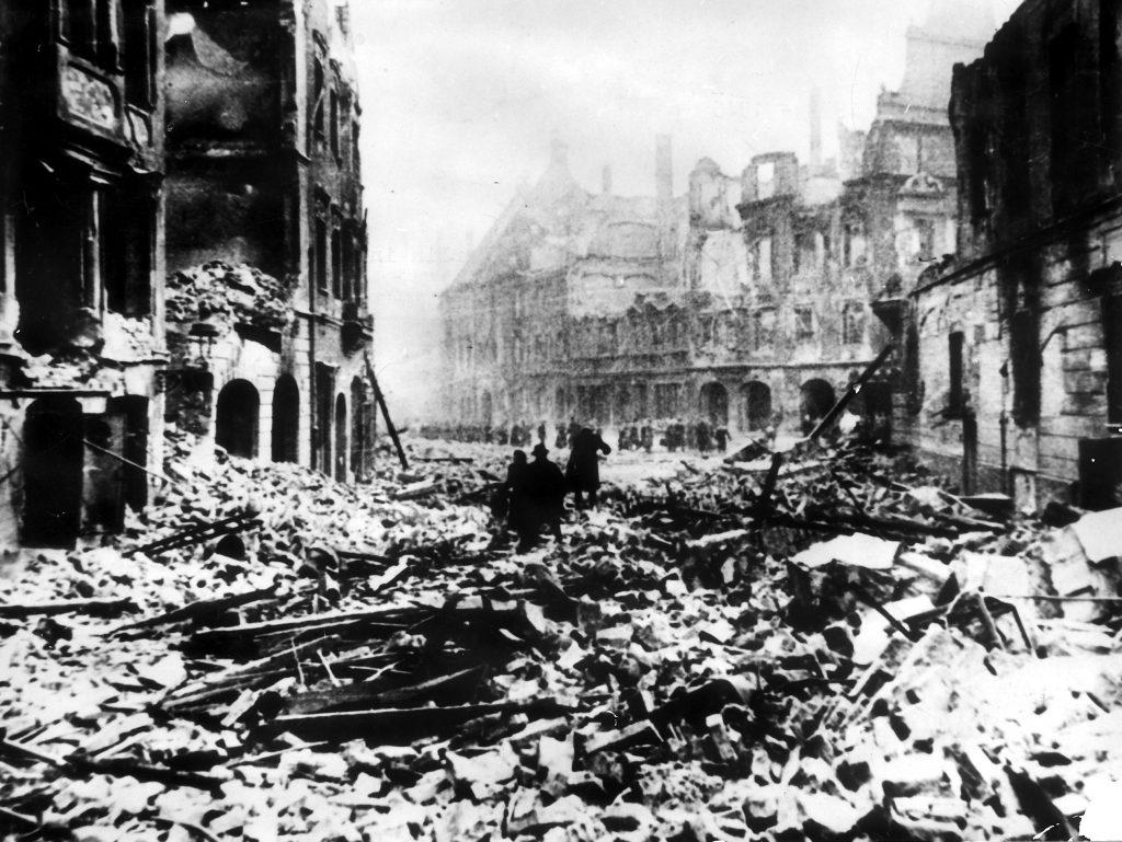 anden verdenskrig, 2. verdenskrig, bombe, bomber, gamle bomber, gammel bombe, gammel, krig, ødelæggelse, sprængt, sprængstof, tnt, detonere, celluloid, timer, allierede, nazisme, nazister, nazi, tyskland, rusland, sovjet, london, rubjerg knude, hannover, polen, danmark, england, tyskland, grækenland, krigsmaterial, krigsrester, berlin, sønderbombet, tæppebombet, oprydningsarbejde