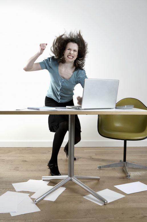 kvinde, vred, computer, kontor, smadrer, banker, sur, gal, skrivebord