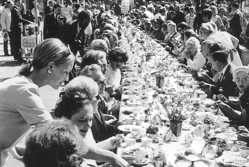 verdens længste kaffebord, em, em 1992, fodbold, københavn, fødselsdag, middelalder, moderne, by, kystby, absalon, saxo, historie, kirkegår, spøgelser, diskotek absalon, 800 års jubilæum, jubilæum,