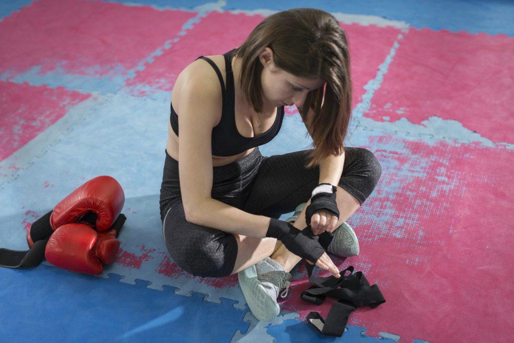 kvinder, træning, træn, fitness, kroppen, kvindekroppen, selvværd, idealer, kropsideal, samfundet, kæresten, venner, familie, pres, træningspres, kari traa, celebrate yourself, sundhed, mental sundhed