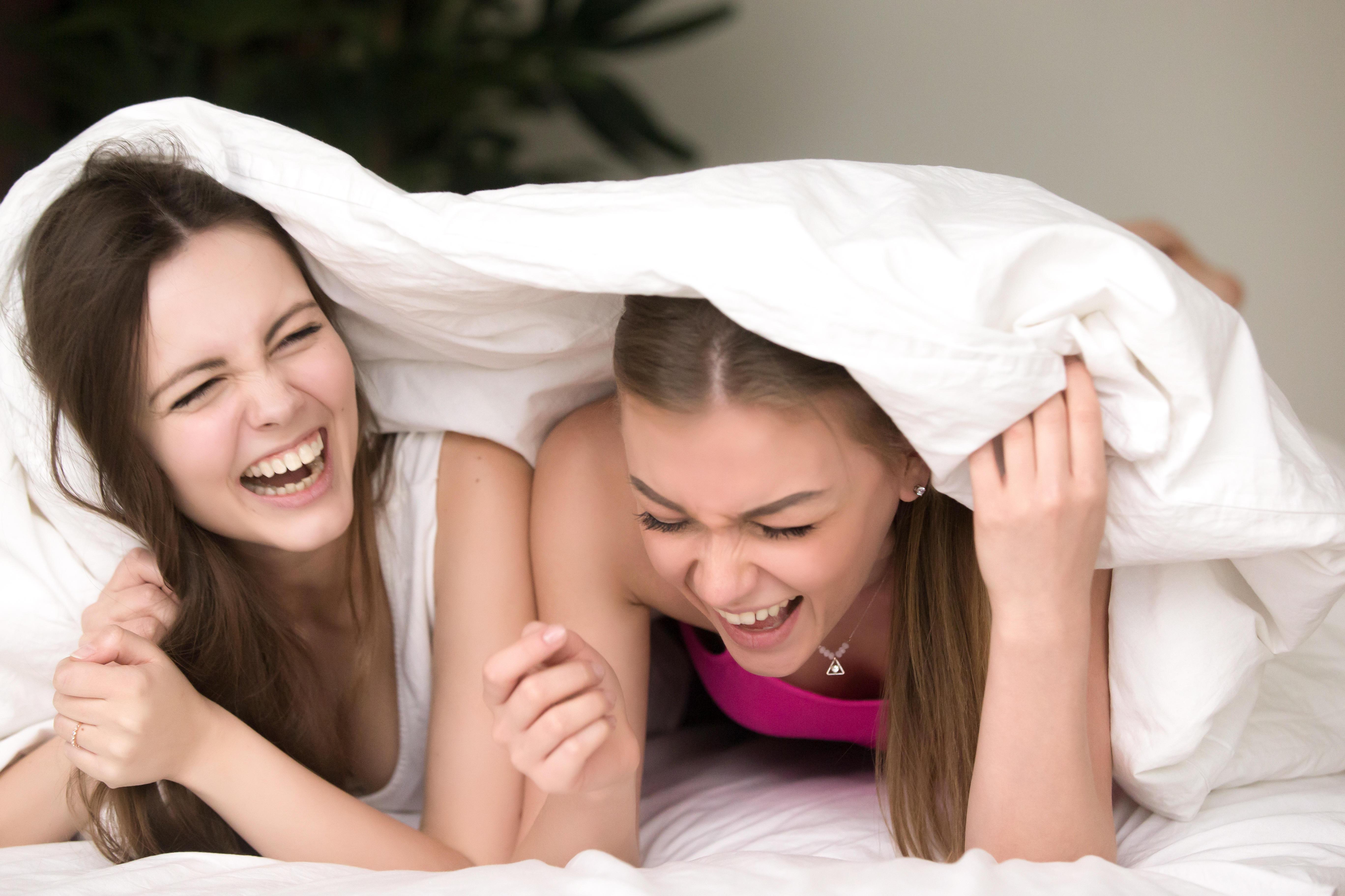 veninder, hygge, pyjamas party, afslapning, grin, sjov