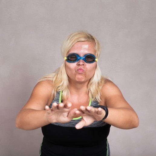 hader træning, svømmer, svømning, haha, sjovt, liste, lister, sport, motion, svømmebriller, kvinde, blond, gør grin, fitness, sport