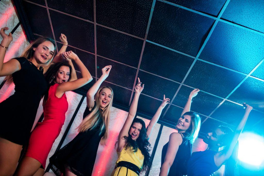 Billige oplevelser i april, byen, bytur, dans, veninder, girls night out, sjov, druk, fest,