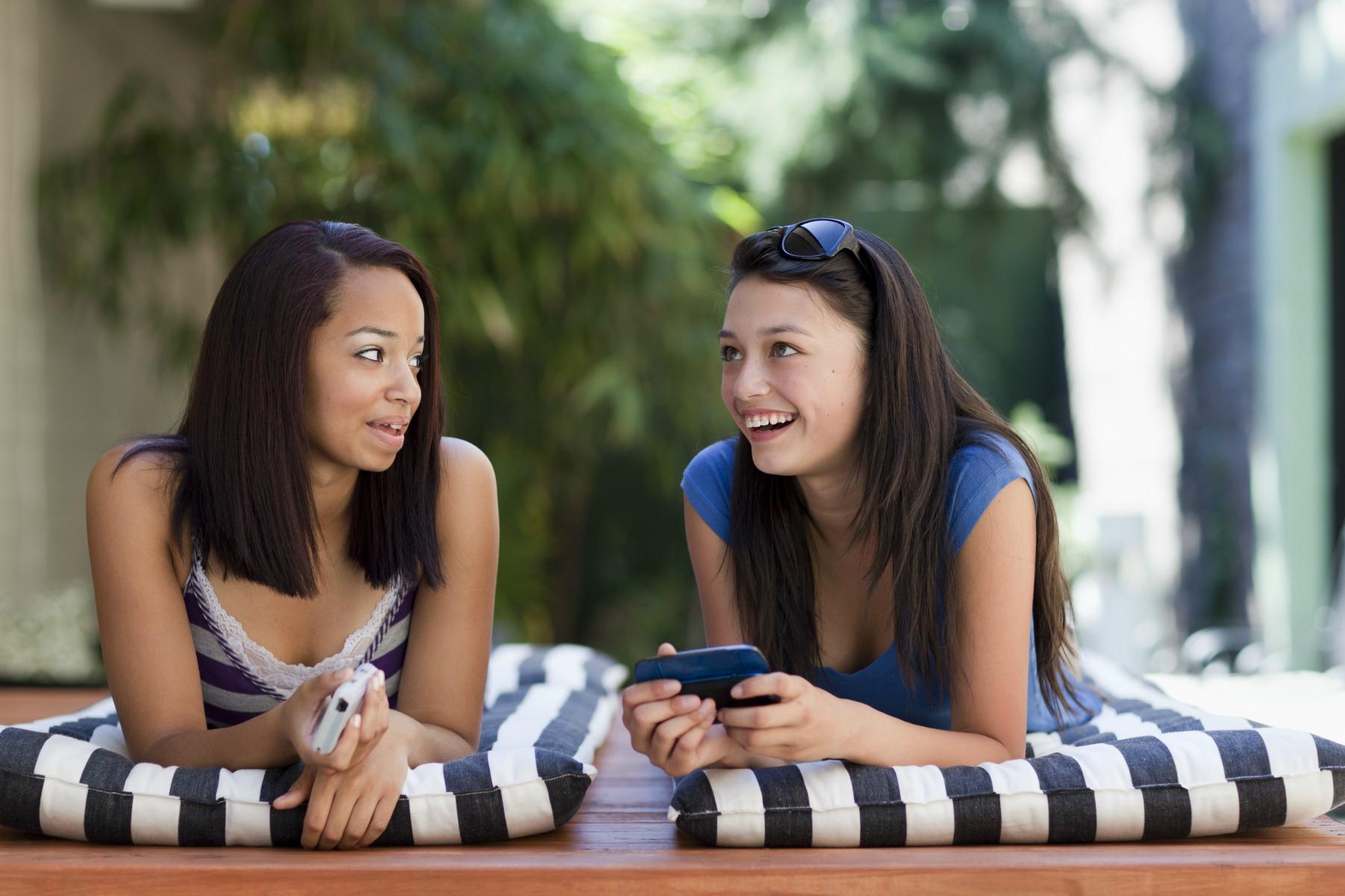 veninder, snak, piger