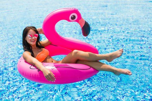 flamingo, flamingoer, flamingoen, dyr, fugl, trend, sommer, blogger, bloggere, badedyr, oppustelig, kitsch, kult, con amore, design, babyboom, byggeboom, usa, the pink flamingo, featherstone, lyserød